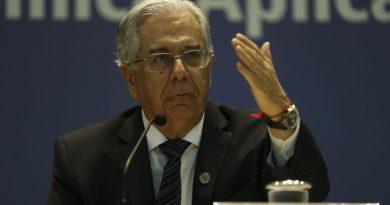Presidente do Ipea defende boicote à indústria no Brasil; setor reage