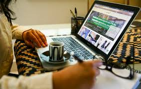 Home office: denúncias de excesso de trabalho aumentam em 4.205% em 2020.