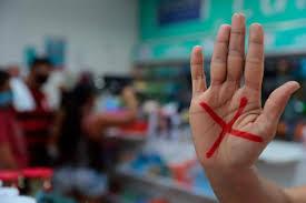Entra em vigor o programa Sinal Vermelho Contra a Violência Doméstica.